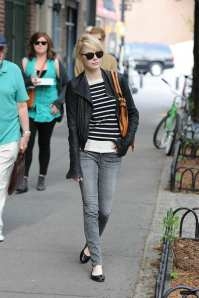 Emma+Stone+chic+street+style+outfit+inspiration+candid+fashion+new+york+may+3+2011